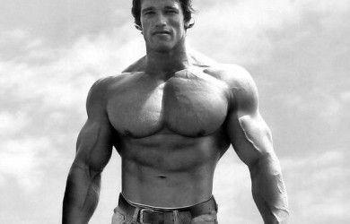 El press de Arnold Schwarzenegger para hombros es tremendo