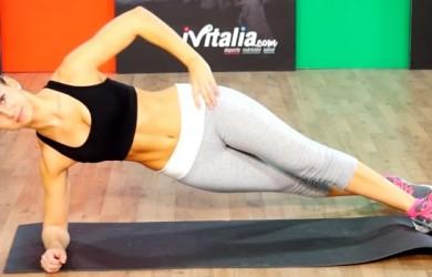 Tonifica tus oblícuos con los abdominales plancha laterales