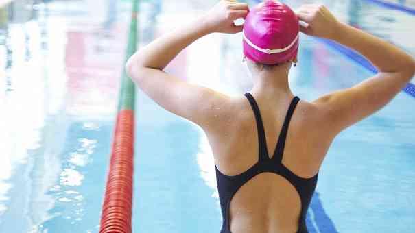 ¿Quieres adelgazar nadando poco tiempo?